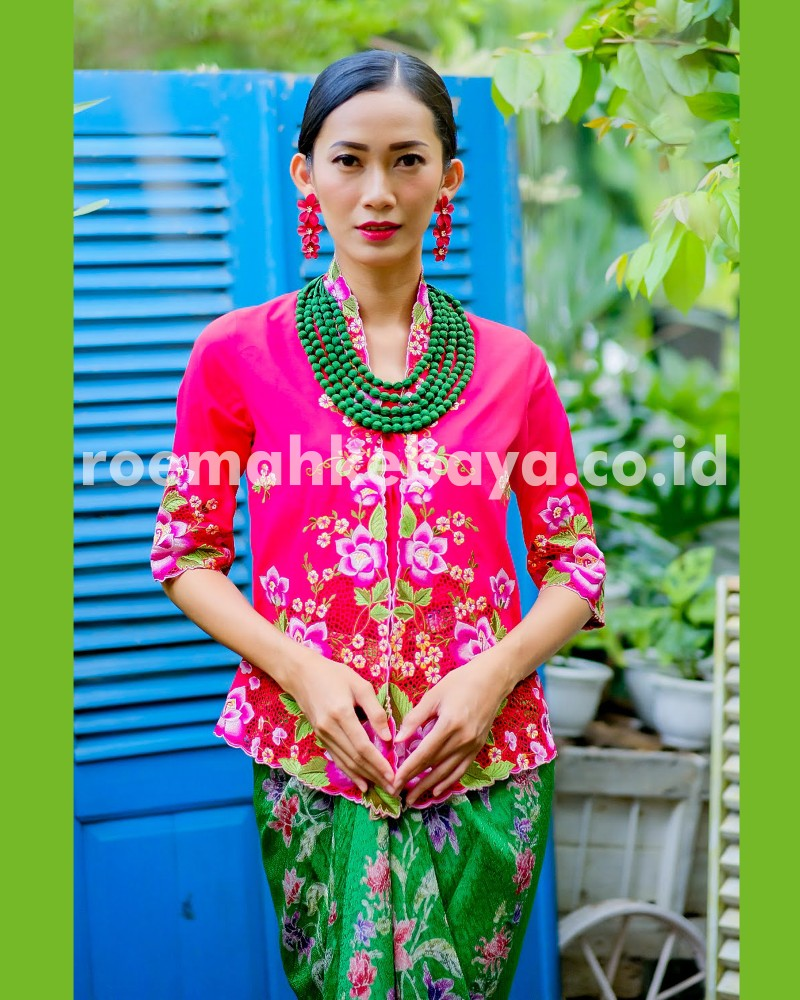 Kebaya Lilium Lace Series – Peach (Limited Edition)